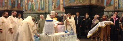 Освящение воды Настоятелем. Богоявление 2015